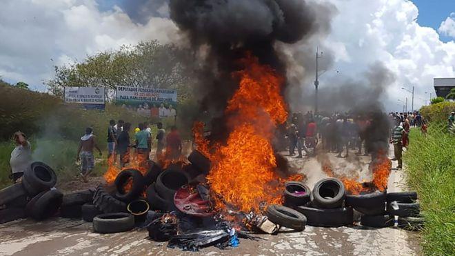 Brasileiros agrediram e incendiaram acampamentos de refugiados em Pacaraima (Fonte: bbc.com).